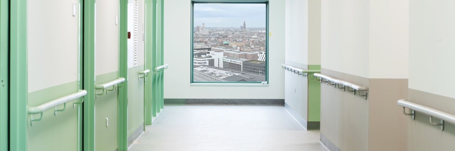 LEXAN™ CLINIWALL™ SHEET CADIX hospital with view-uitsnede